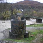 """η στρατιωτική  γέφυρα Μπουραζανίου με τον Αώο ποταμό """"φουσκωμένο"""" (27 NOE2010)"""