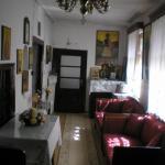 ο διάδρομος που οδηγεί στο καθιστικό της οικίας